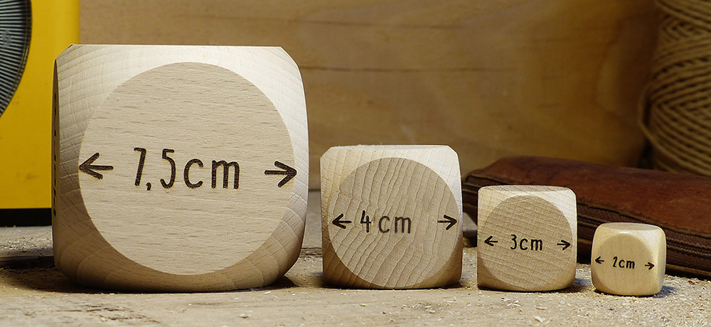 Nos différentes tailles de dés à personnaliser, 4cm ou 7,5cm